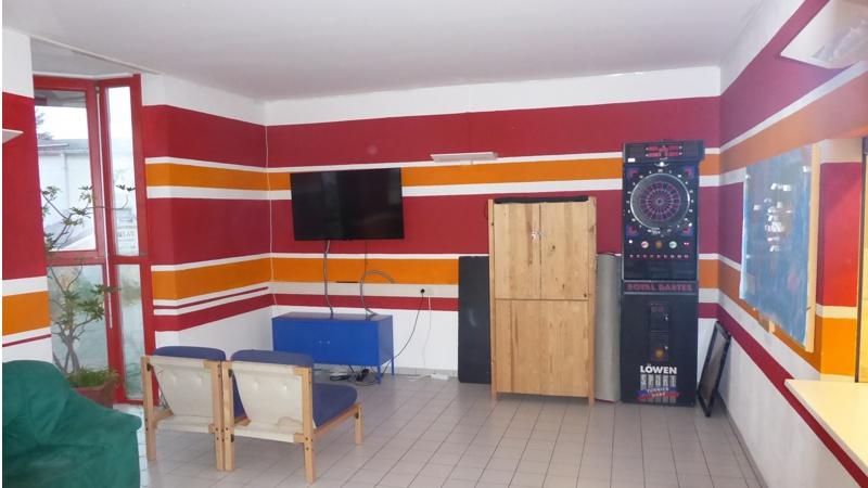 caf bereich mit billard dart leseecke blue box griesheim. Black Bedroom Furniture Sets. Home Design Ideas